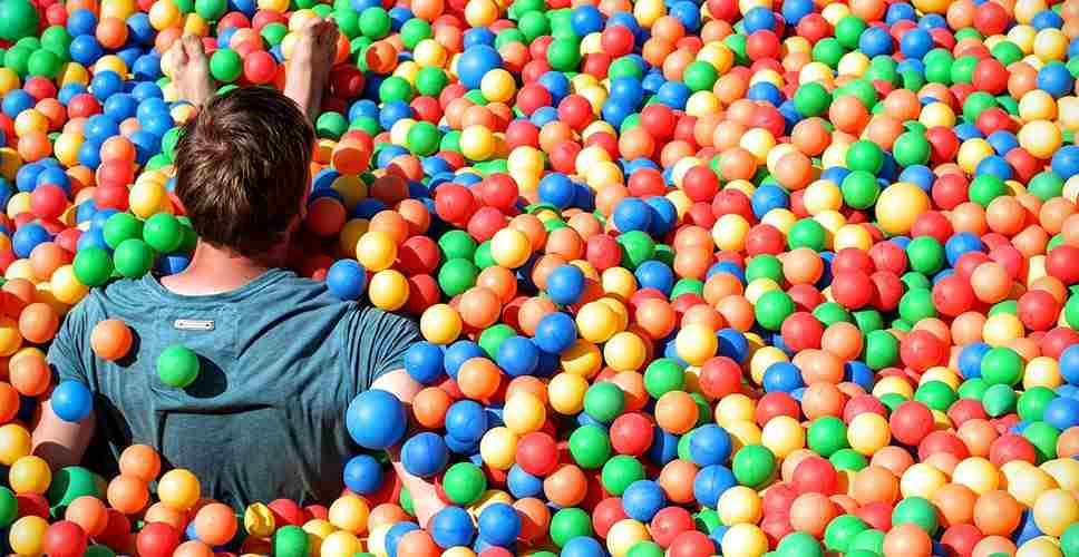 Parque de bolas para adultos en Barcelona para cumpleaños y despedidas 2 - Parque de bolas para adultos en Barcelona para cumpleaños y despedidas