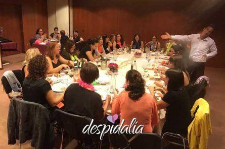 comico despedida barcelona8 445x296 - Cena + Espectáculo + Disco + Copa