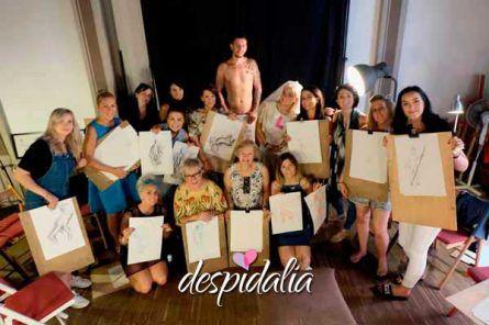 dibujo desnudo despedida barcelona2 445x296 - TALLER DE DIBUJO DE DESNUDO MASCULINO