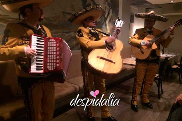 mariachis despedida barcelona2 - Temática Mexicana Para Despedidas De Soltera