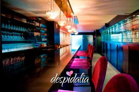 Cena con discoteca y copa en Barcelona