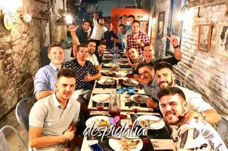 Cena + Espectáculo + Limusina + Disco + Copa