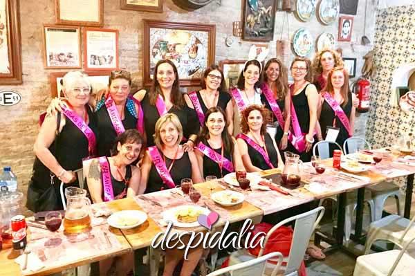 restaurante pueblo nuevo barcelona despedidas2 - Pelucas graciosas para despedidas de soltera y soltero