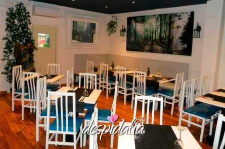restaurante universitat despedida4 445x296 - Restaurante en Plaça Universitat