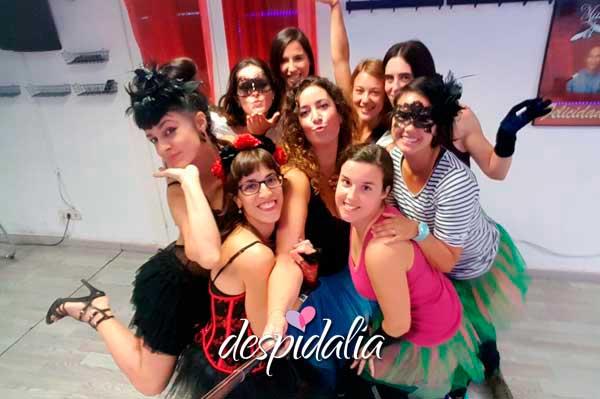taller burlesque despedida barcelona2 - 5 actividades para una fiesta de chicas