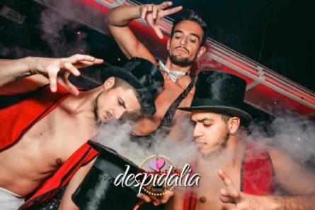 cena cabaret barcelona1 445x296 - Cena con show Cabaret y disco
