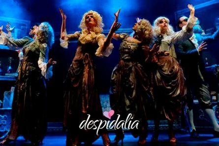 cena con show para grupos barcelona1 445x296 - Cena con show para grupos