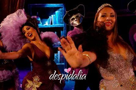 cena con show para grupos barcelona3 445x296 - Cena con show para grupos