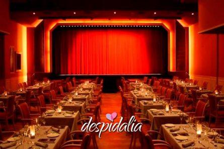 cena con show para grupos barcelona4 445x296 - Cena con show para grupos