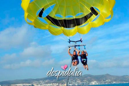 parasalling sitges despedidas2 445x296 - Parasailing en Sitges